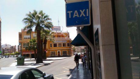 pedir taxi en elda