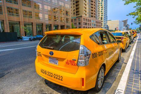 pedir taxi en mahora