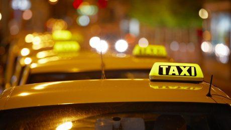 pedir taxi en navia