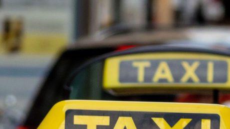 pedir taxi en xerta