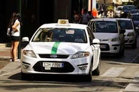 pedir-taxi-servicio-paqueteria-Corcubión