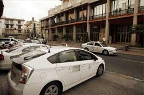 taxista-pago-efectivo-Valdáliga