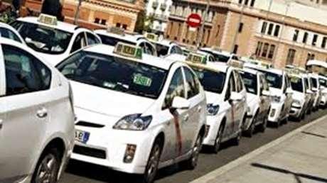servicio-taxi-24horas-Benacazón